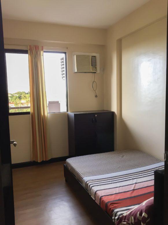 Semi-double bed in bedroom 2- Redwoods